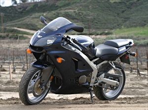 2005 Kawasaki ZZR600 MD Ride Review Do It All On A Budget MotorcycleDaily Motorcycle News Editorials Product Reviews And Bike