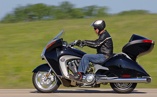 2008 Victory Vision Tour and Street: MD First Ride « MotorcycleDaily ...