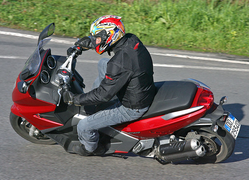 Gilera GP800: MD First Ride « MotorcycleDaily.com – Motorcycle News ...