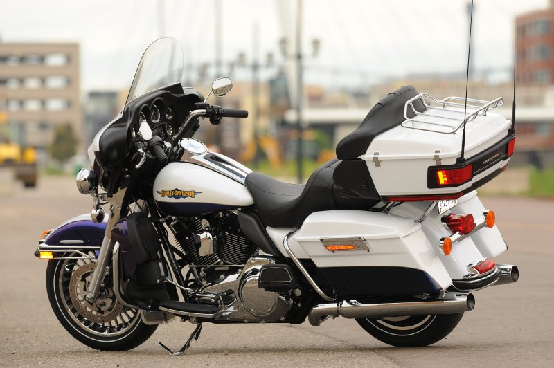 Difference Between Street Glide And Road Glide >> Harley-Davidson 2010: Return of the Wide Glide « MotorcycleDaily.com – Motorcycle News ...