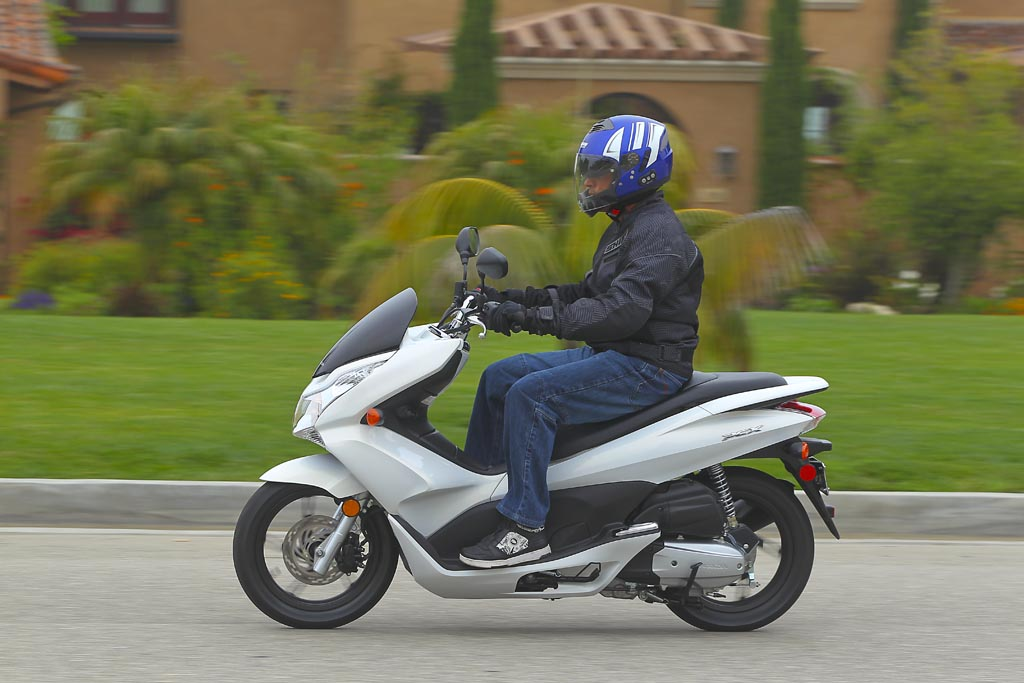 Md First Ride 2011 Honda Pcx 125 171 Motorcycledaily Com