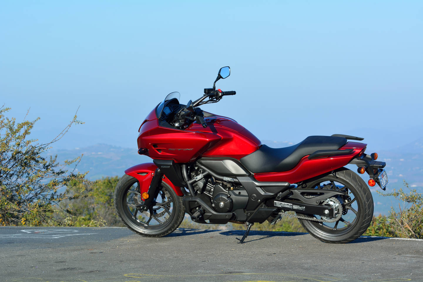 specifications regarding the 2014 honda ctx700 dct abs visit honda s web site strong