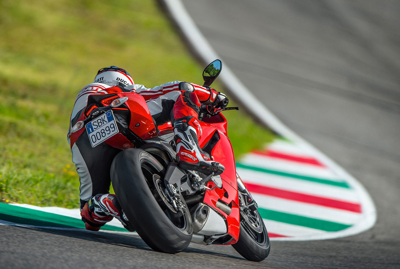 Ducati Unveils 2014 899 Panigale « MotorcycleDaily.com – Motorcycle News, Editorials, Product Reviews and Bike Reviews
