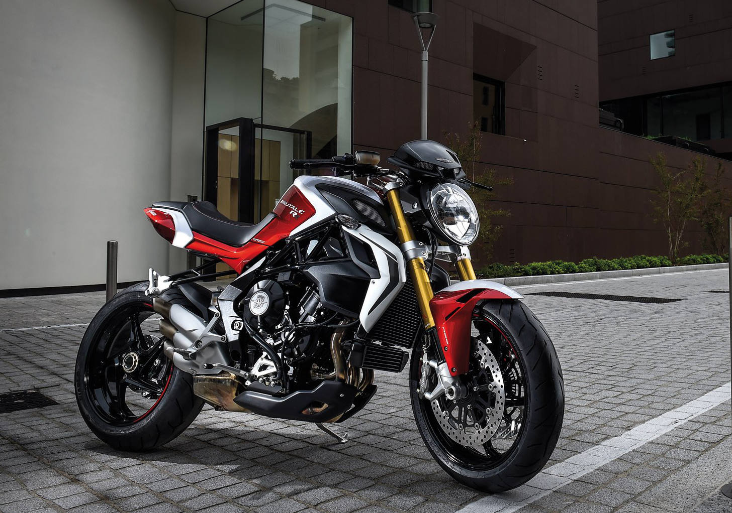 mv agusta unveils new more powerful brutale 800 rr motorcycle news. Black Bedroom Furniture Sets. Home Design Ideas