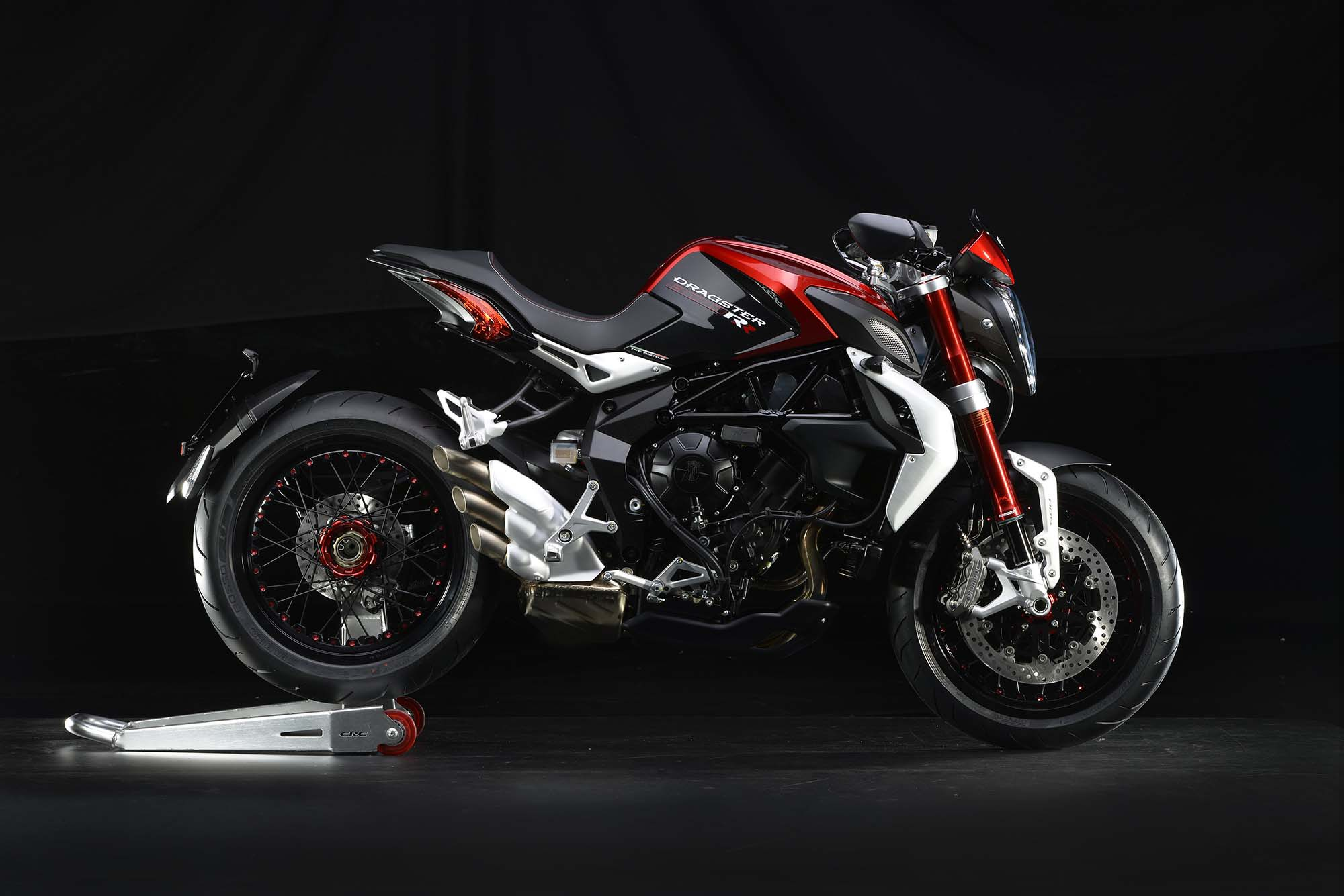 mv agusta introduces brutale 800 dragster rr with video motorcycle. Black Bedroom Furniture Sets. Home Design Ideas