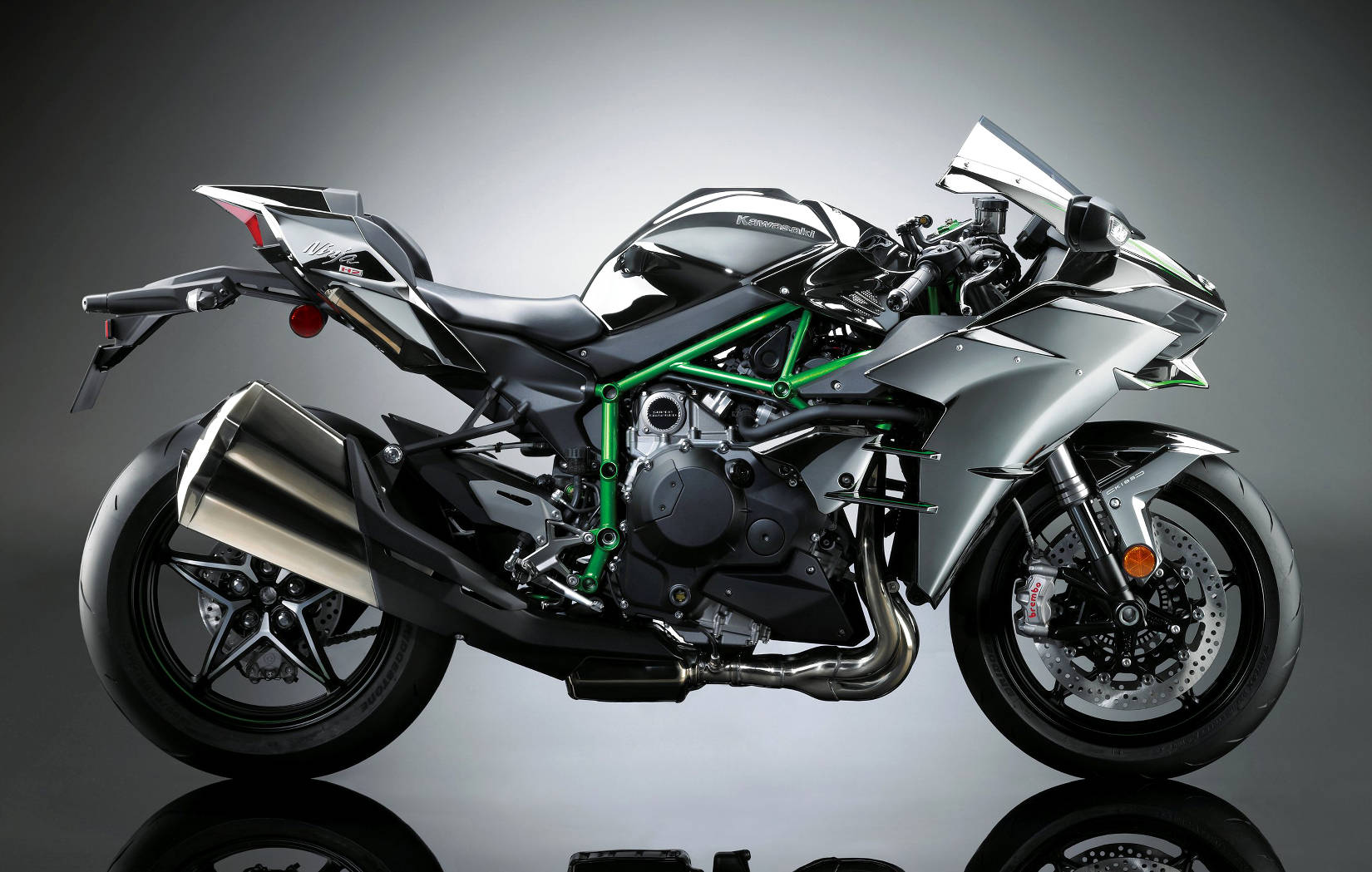 kawasaki ninja h2 arrives new benchmark for road legal performance. Black Bedroom Furniture Sets. Home Design Ideas