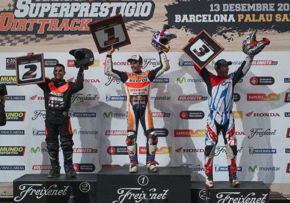 Is there anything he can t do marquez defeats ama flat - Ama barcelona ...