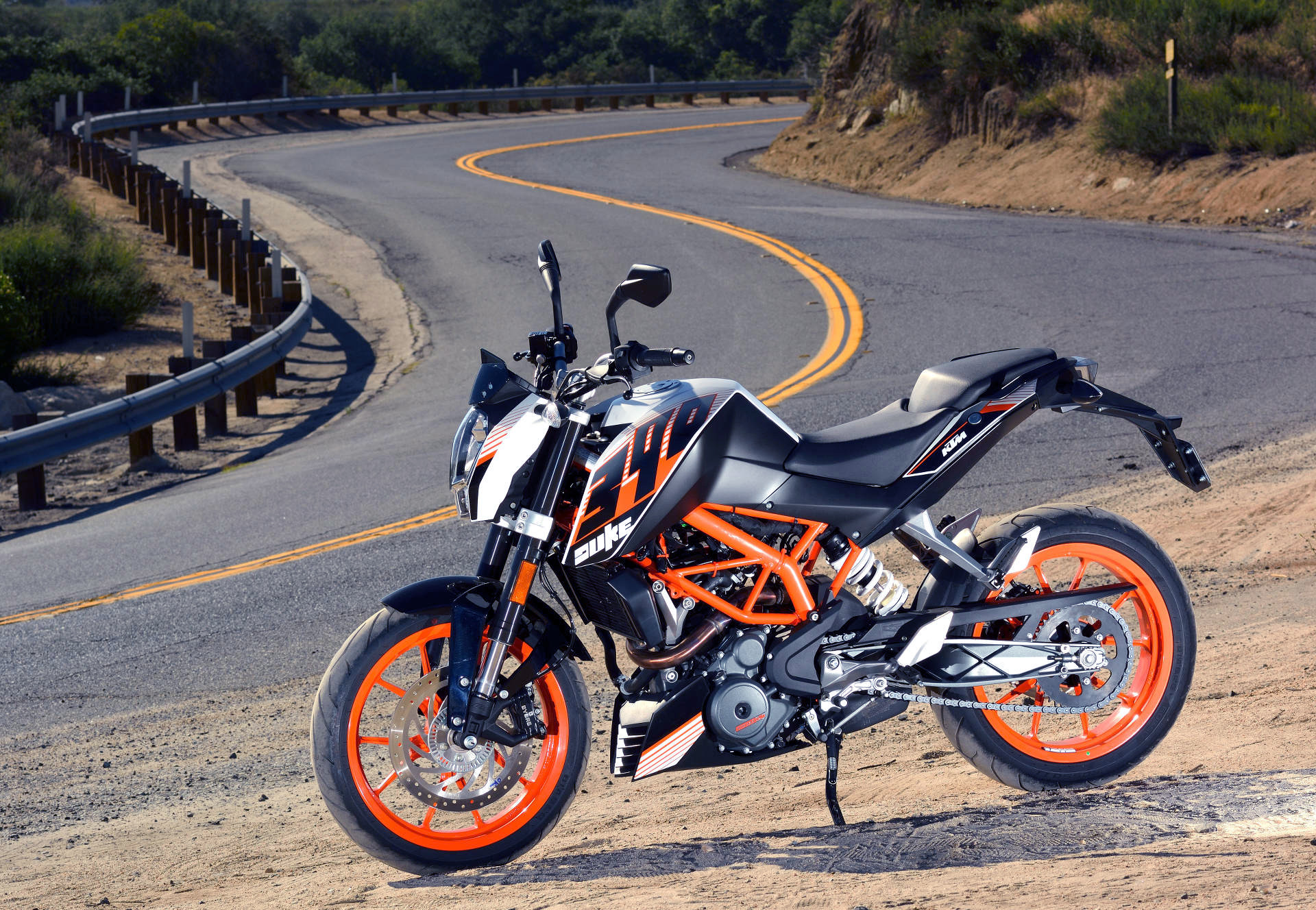 md tests crazy light street legal singles, part 2: ktm 390 duke