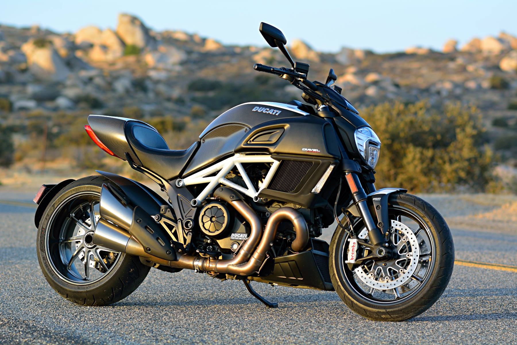 2015 ducati diavel carbon md ride review. Black Bedroom Furniture Sets. Home Design Ideas