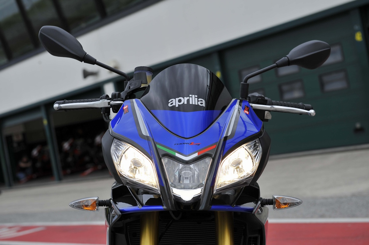 2016 Aprilia Tuono V4 1100 Rr Md First Ride Motorcycledaily Com Motorcycle News Editorials Product Reviews And Bike Reviews