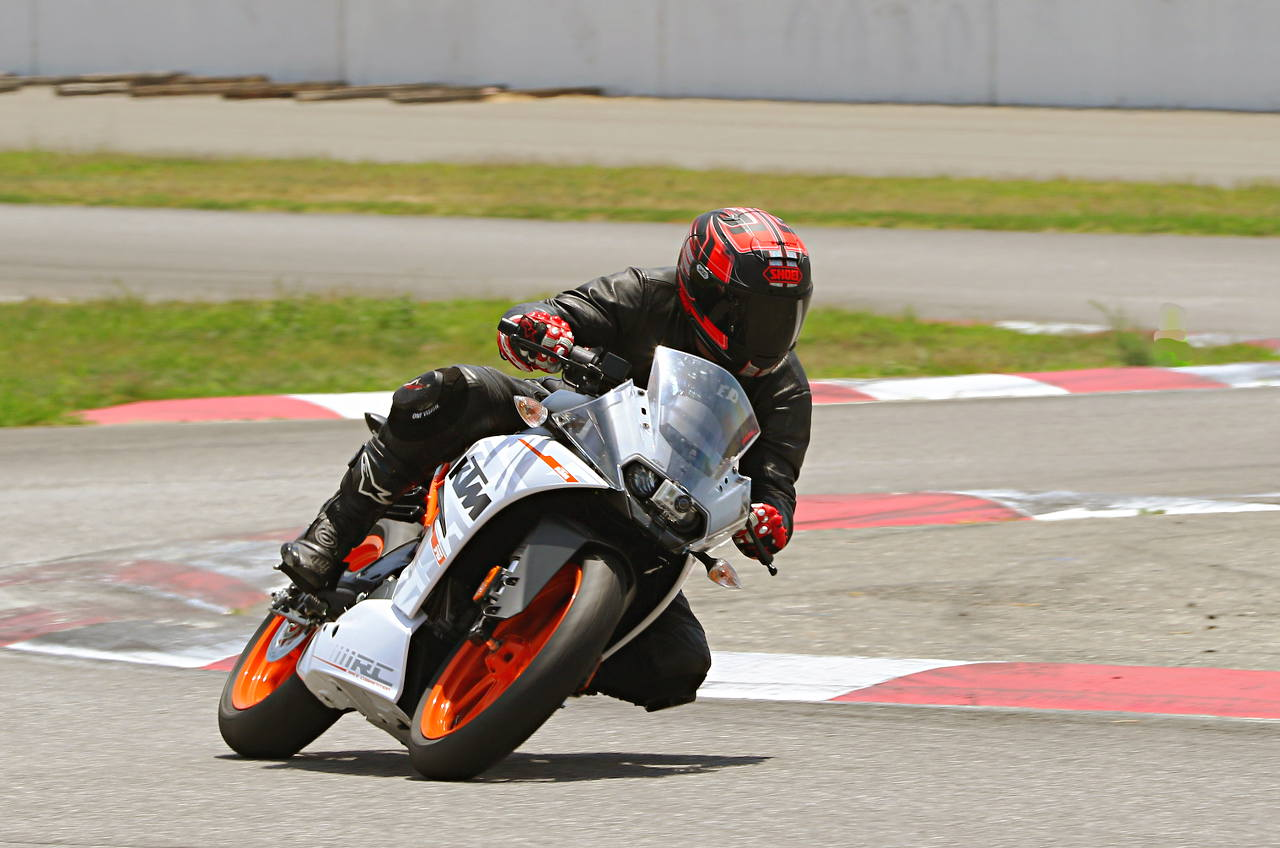 65 2015 Ktm Rc 390 Md Ride Review Motorcycle Daily