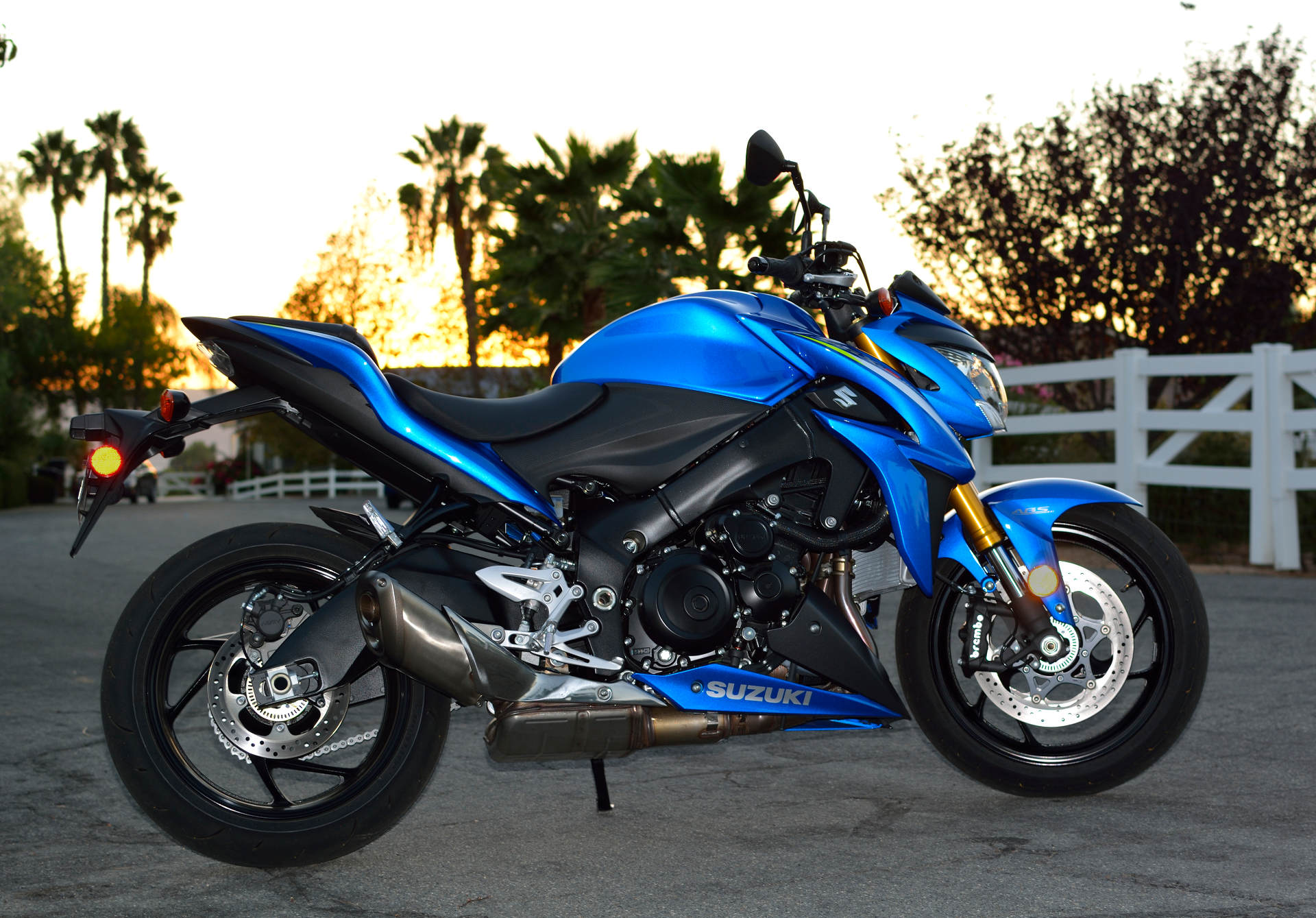 2016 suzuki gsx s1000 abs first thoughts on our test bike. Black Bedroom Furniture Sets. Home Design Ideas