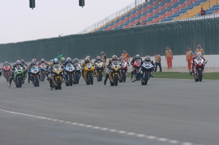 The start of the first-ever WorldSBK race in Qatar (2005)