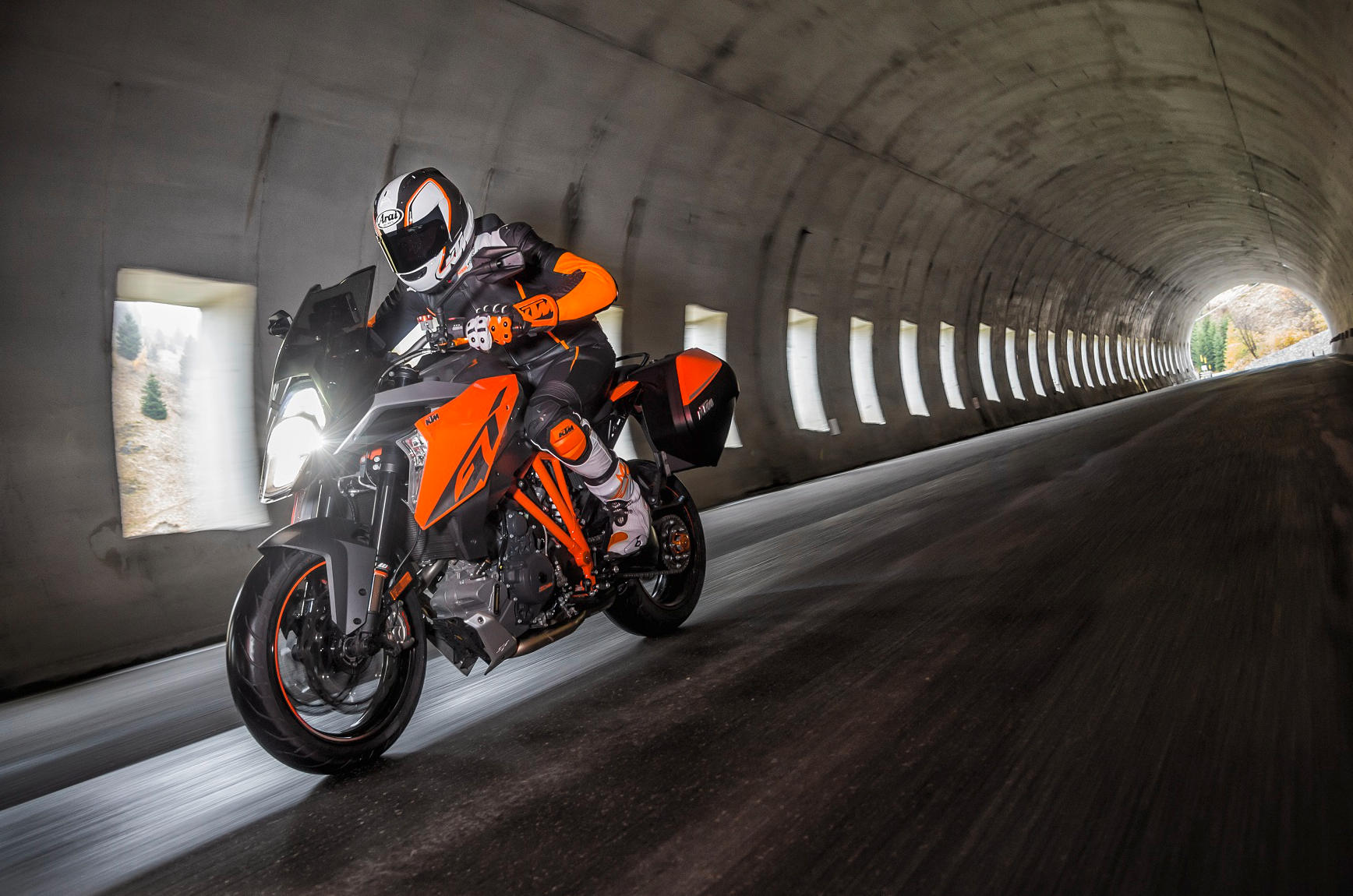videos ktm super duke gt circuit