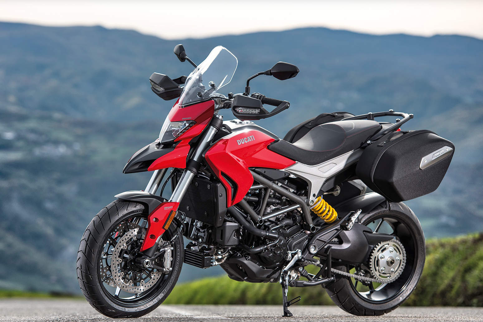 ducati hypermotard family gets larger more powerful engine for 2016 with video. Black Bedroom Furniture Sets. Home Design Ideas