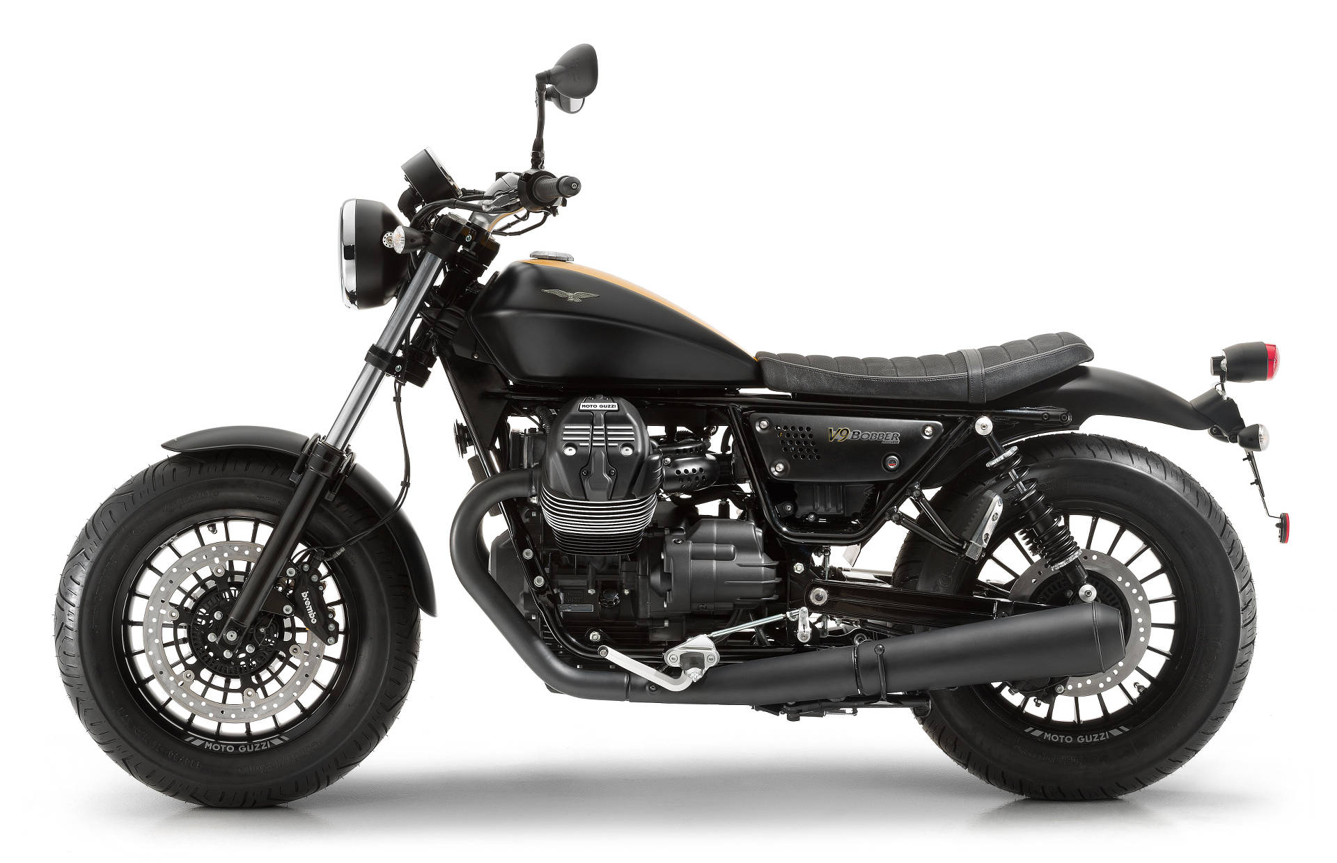 new moto guzzi v9 roamer and bobber feature 850cc v twin motorcycle news. Black Bedroom Furniture Sets. Home Design Ideas