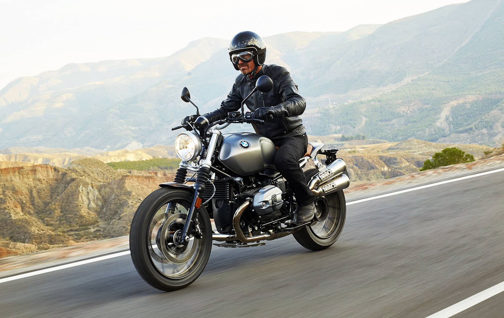 new bmw r ninet scrambler video provides another view of enticing ride. Black Bedroom Furniture Sets. Home Design Ideas