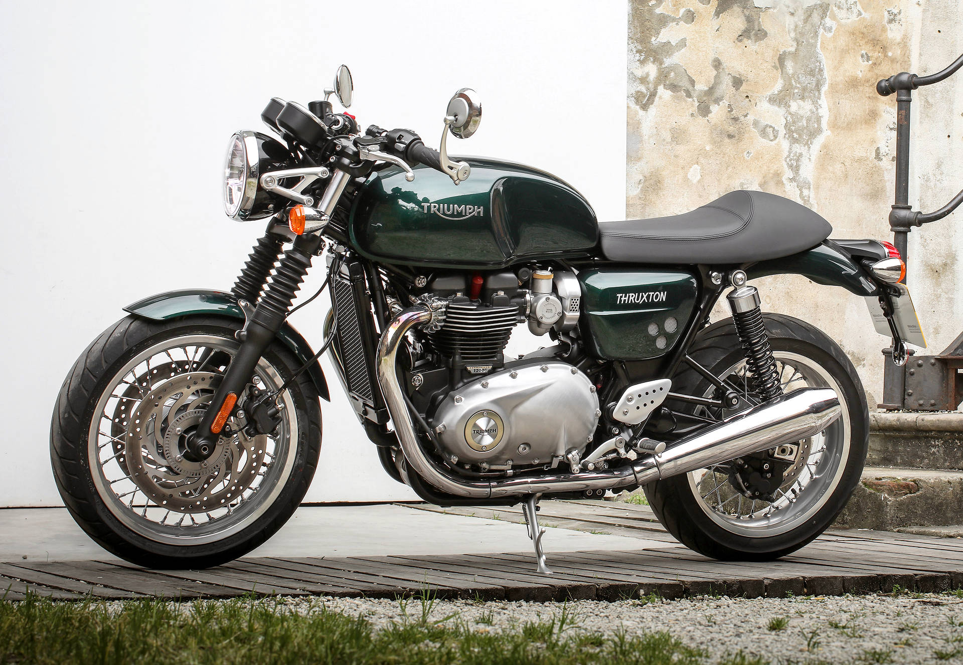Triumph Finally Releases Full Specs for Thruxton and Thruxton R ...