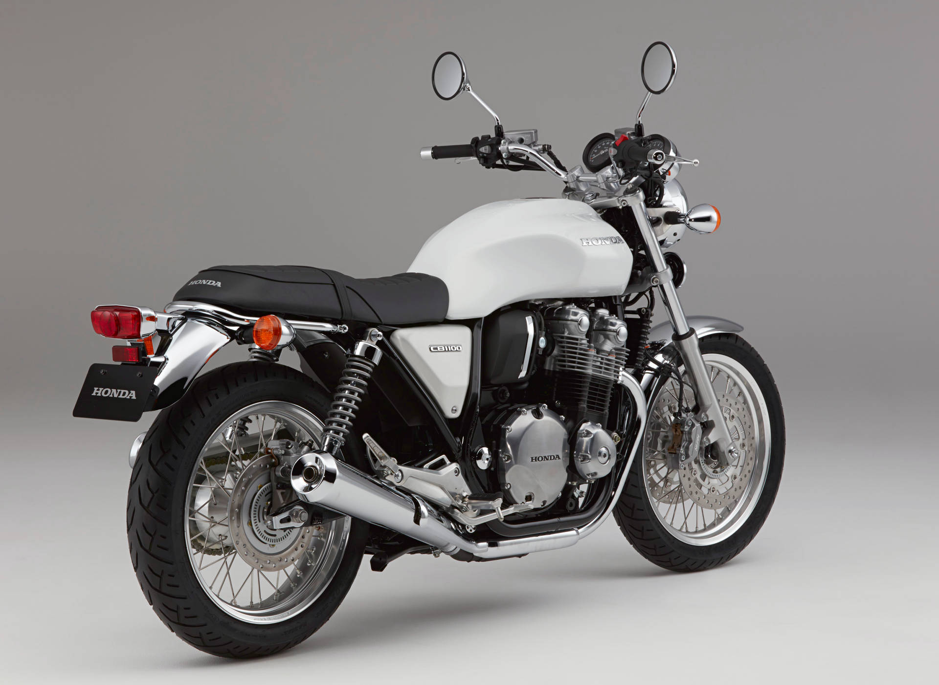 honda updates cb1100 range includes sportier rs model. Black Bedroom Furniture Sets. Home Design Ideas