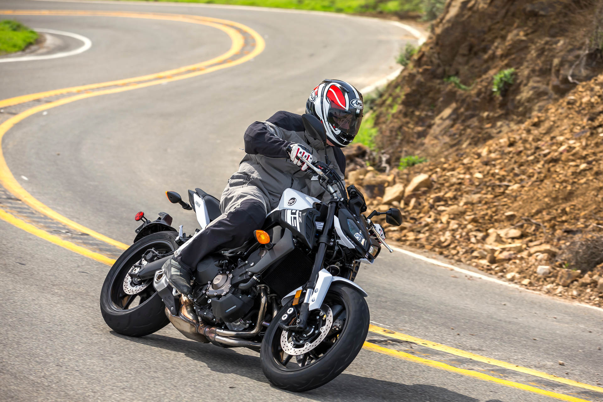 2017 Yamaha Fz 09 Md First Ride Motorcycle Mt We Always Felt That Could Not Pass Final Judgment On The Quality Of Chassis Offered By Original 2014 Primarily Because Poor