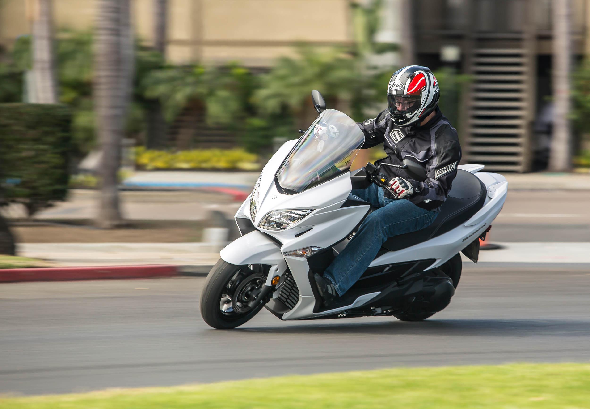 2018 suzuki burgman 400 md first ride motorcycle news editorials. Black Bedroom Furniture Sets. Home Design Ideas