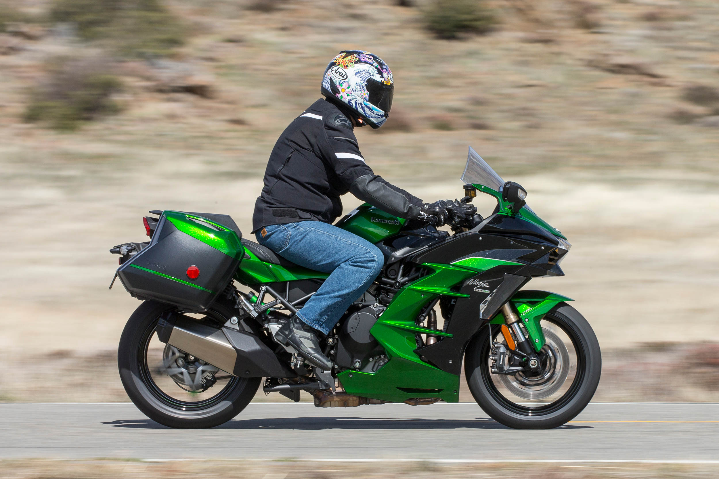 2018 Kawasaki Ninja H2 Sx Se Md First Ride Motorcycledailycom