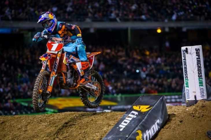 Dungey earns his third consecutive with in Oakland. Photo Credit: Jeff Kardas